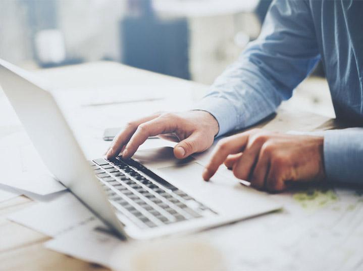 man filing for bankruptcy online
